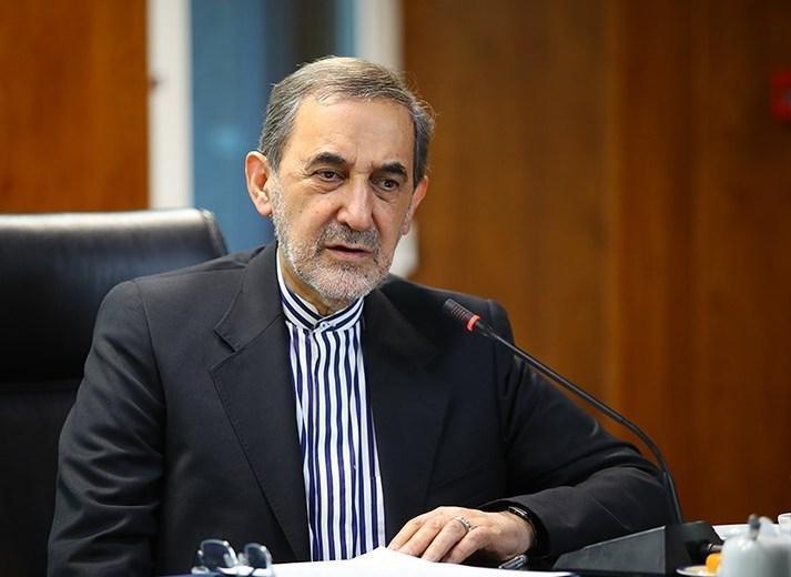 کیهان: کسانی که سفر ولایتی به مسکو را زیر سوال بردند، نمی خواهند خط انقلاب بر جامعه سایه افکند